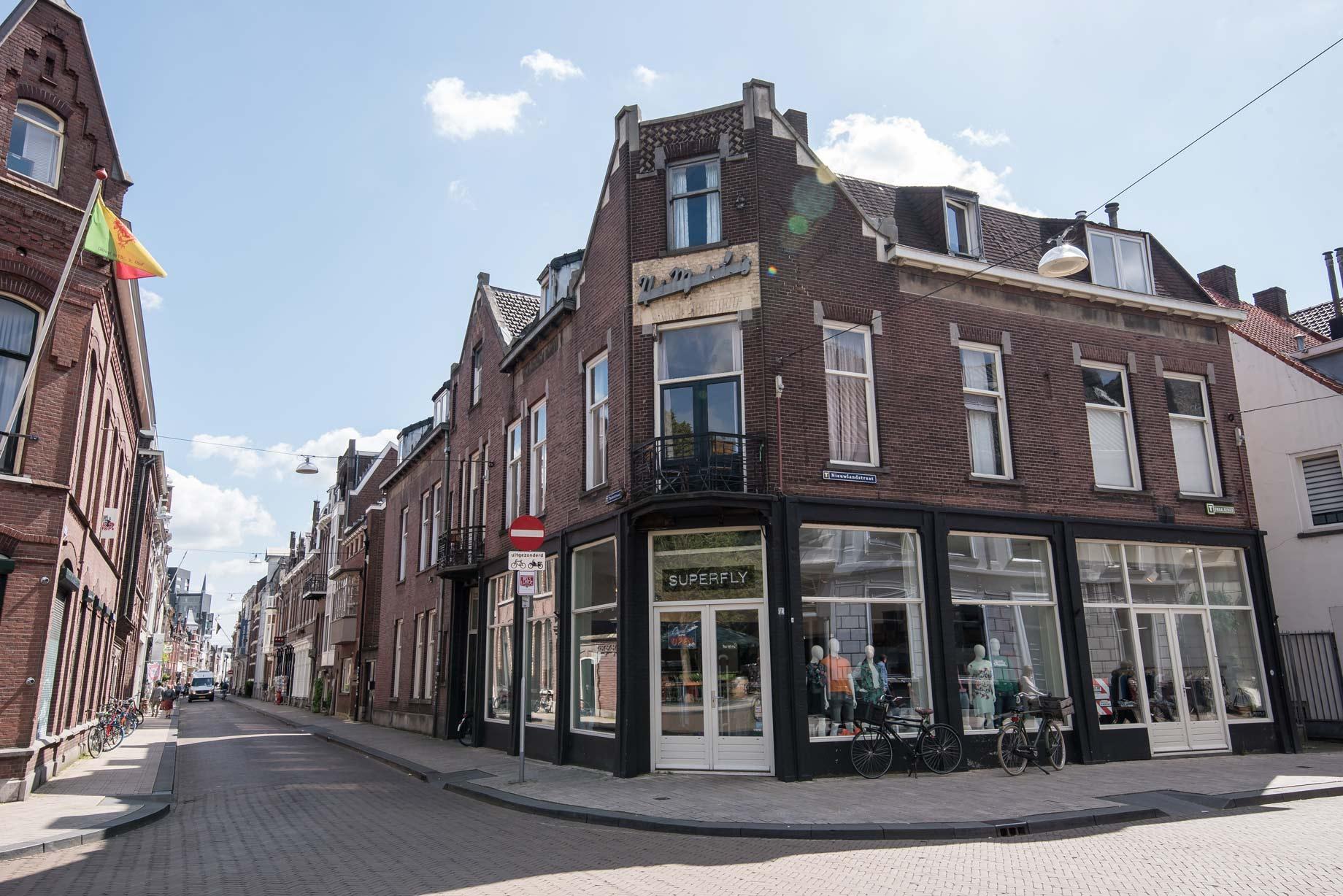 013 Straatjes - Superfly buiten - Dwaalgebied Tilburg - Foto door William van der Voort